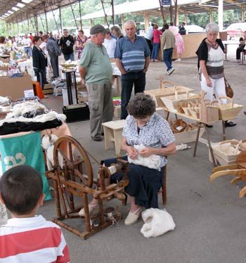 old crafts at the vide grenier